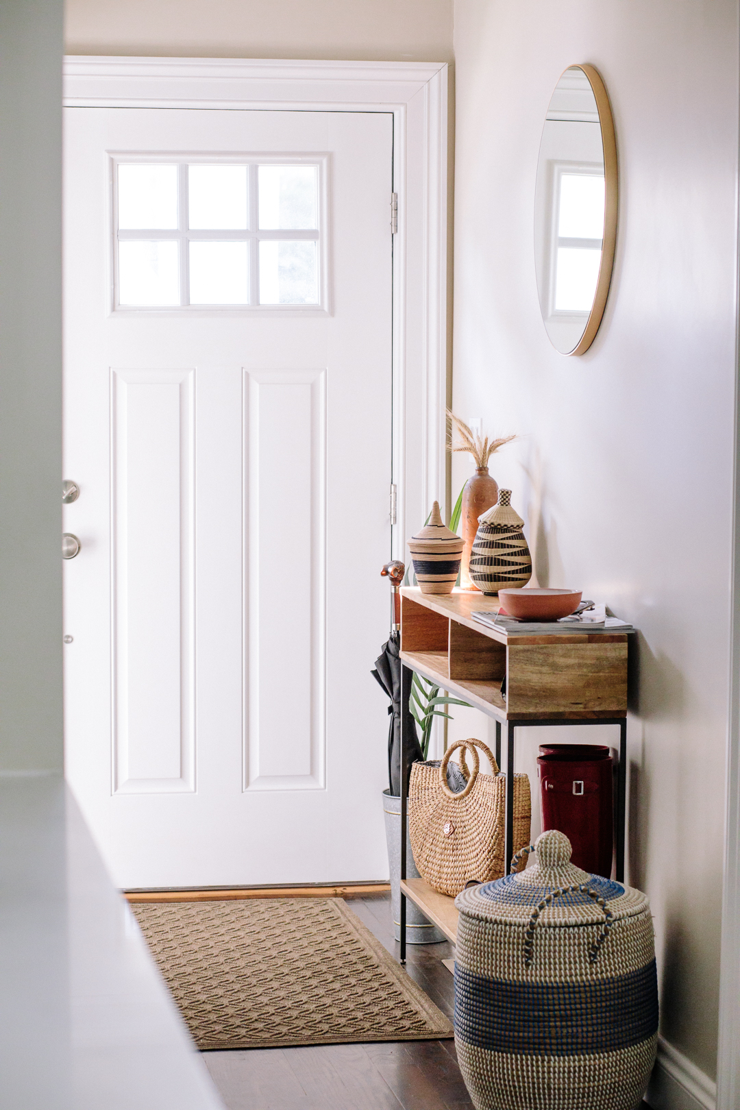 A pretty yet practical entryway with